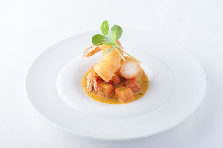 COMPRESSED WATERMELON AND KING PRAWN CURRY - Looking for inspiring watermelon recipes? This simple recipe from Sous Vide Tools combines watermelon with a delicious king prawn curry.