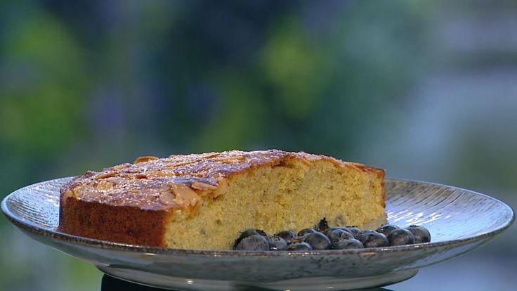 Blåbærmåne er en lækker opskrift af Ditte Ingemann fra Go' morgen Danmark, se flere dessert og kage på mad.tv2.dk