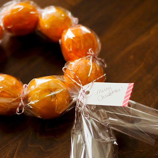 Omiyage Blogs: DIY Clementine Wreaths -- will be adding pretty ribbon and cloves or cinnamon sticks to this--otherwise, it's fabulous!!