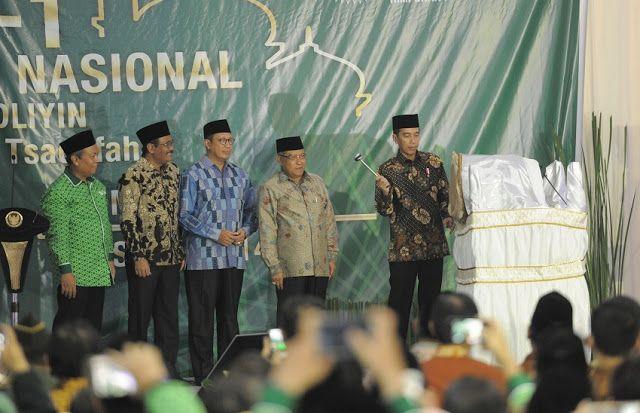 Di Depan Pengusaha NU Jokowi Bilang akan Bagi-bagi Lahan 127 Juta Hektar  Headlineislam.com - Presiden Joko Widodo menyosialisasikan program redistribusi aset yang akan menyasar pesantren ketika membuka musyawarah kerja Himpunan Pengusaha Nahdliyin (HPN). Jokowi mengatakan selama berpuluh-puluh tahun konsesi lahan diberikan kepada segelintir orang yang dekat dengan kekuasaan. Jokowi mengaku ingin mengubah pola tersebut. Saat ini kata Jokowi ada 127 juta hektare lahan yang siap dibagikan…