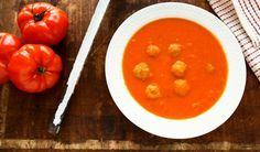 Tomatensoep met balletjes, heerlijk! Jeroen Meus zijn recept is eenvoudig en superlekker!