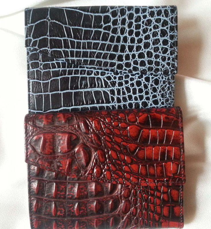Designer Geldbörsen Kroko Muster klassische Form erhaben geprägtes Leder schwarz/hellblau schwarz//rot