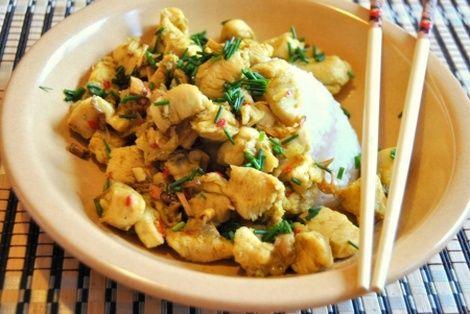 Wietnamski Kurczak W Trawie Cytrynowej rewelacyjna potrawa kuchni wietnamskiej. Bardzo smaczna i aromatyczna
