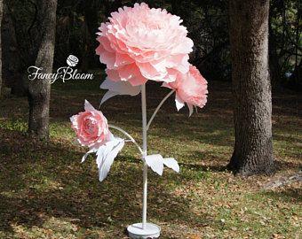 Libre de flor de peonía TRIPLE de pie / del uno mismo de pie gigante flor / flor de papel gigante en el tallo o telón de fondo de flores gigante telón de fondo de flores de novia