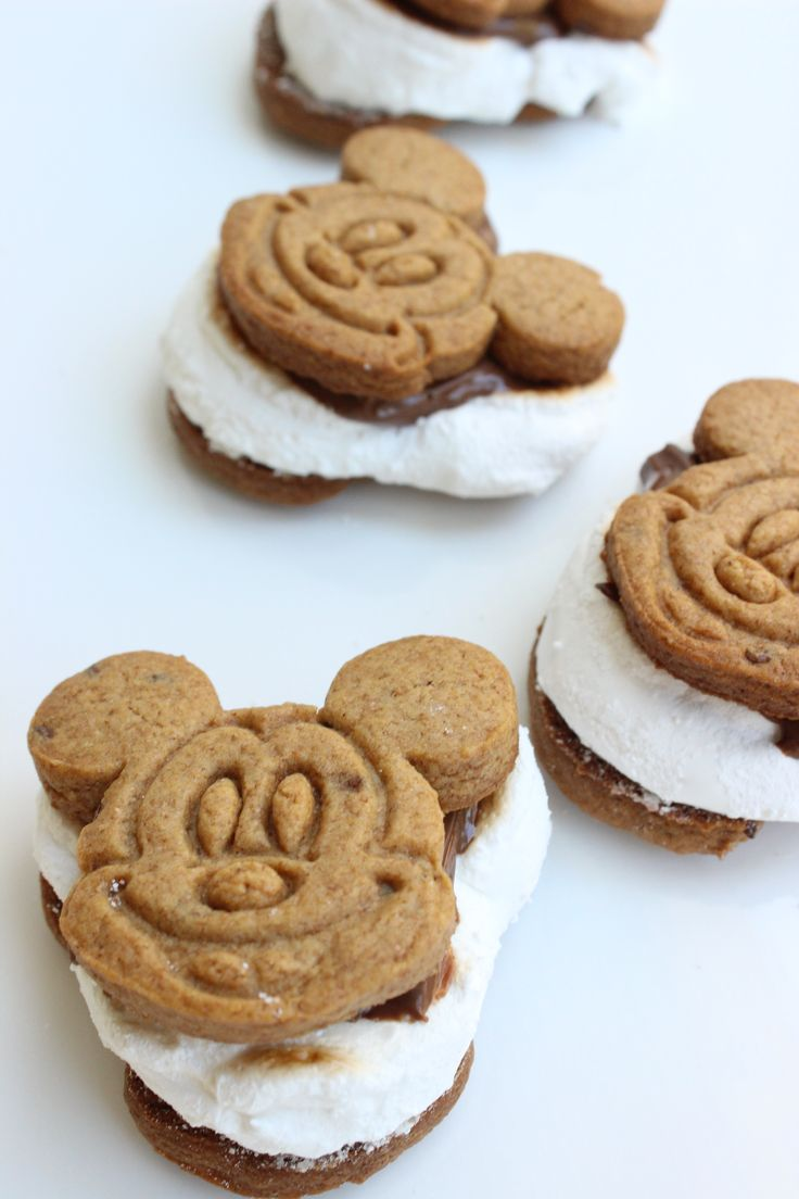 Homemade Mickey S'mores recipe | sweet Mickey Mouse-shaped marshmallows and graham crackers perfect for Disney s'mores | [ http://di.sn/6001BAlRJ ]