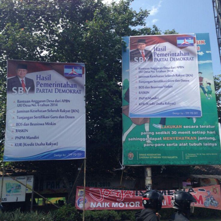 Ceritanya, partai ini mengeksploitasi iklan masyarakat yang dirilis oleh Dinas Kesehatan :(
