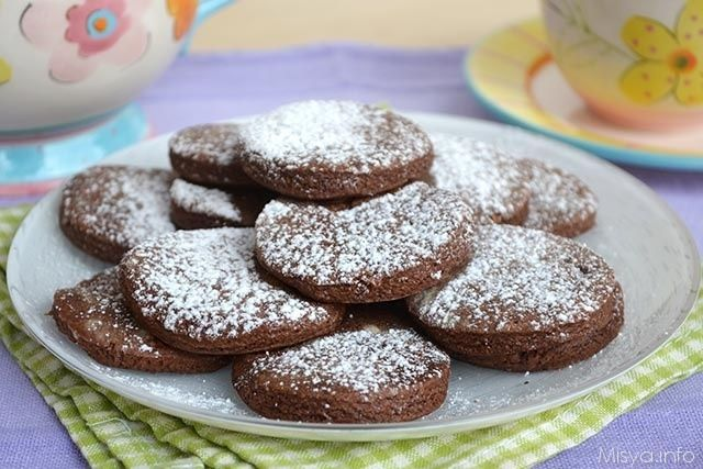 Biscotti in padella al cacao, scopri la ricetta: http://www.misya.info/2015/11/14/biscotti-in-padella-al-cacao.htm