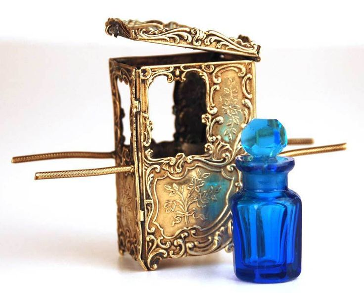 1000 images about vintage perfume bottles on pinterest for Chaise a porteur