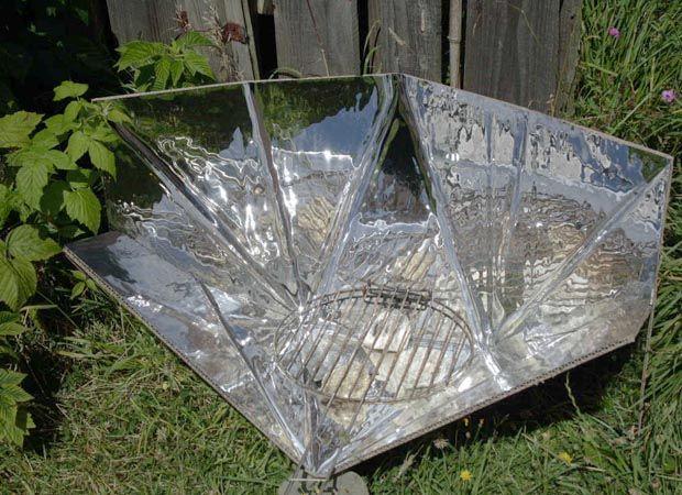 J'ai testé pour vous la fabrication d'un cuiseur solaire en carton et alu (plan fourni) et partage avec vous mes premières expériences de cuisinière solaire.