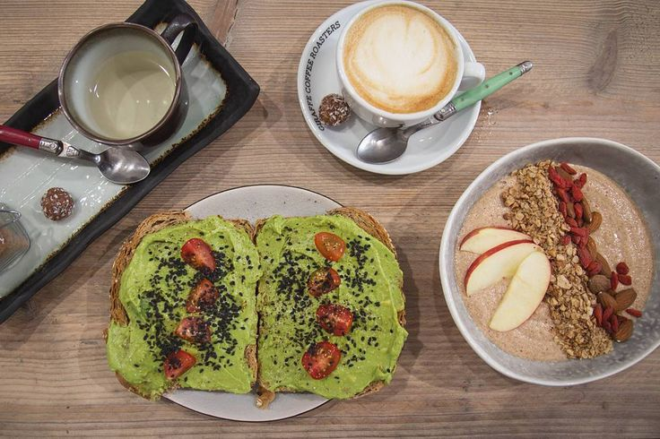 Antwerp turned out to be the biggest disappointment regarding vegan food but on our last day we luckily found the perfect breakfast spot  @divers.antwerpen  we had the standard avo toast an apple pie smoothie bowl (so thick and creamy ) and the usual tea () and coffee ()  I highly recommend this place!  #vegan #veganfood #veganblog #foodblog #vegangirl #Antwerp #brunch #smoothie #smoothiebowl #avotoast #stuffontoast #Belgium #Belgique #travel #explore #wanderlust #urbanhiking #spring…