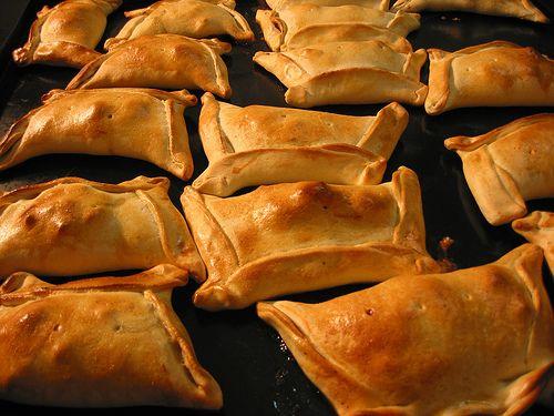 """Empanadas Chilenas! Another great """"comida tipica"""" or traditional food from Chile! ¡ hum me parece muy sabroso para saborear en  cualquier momento!"""