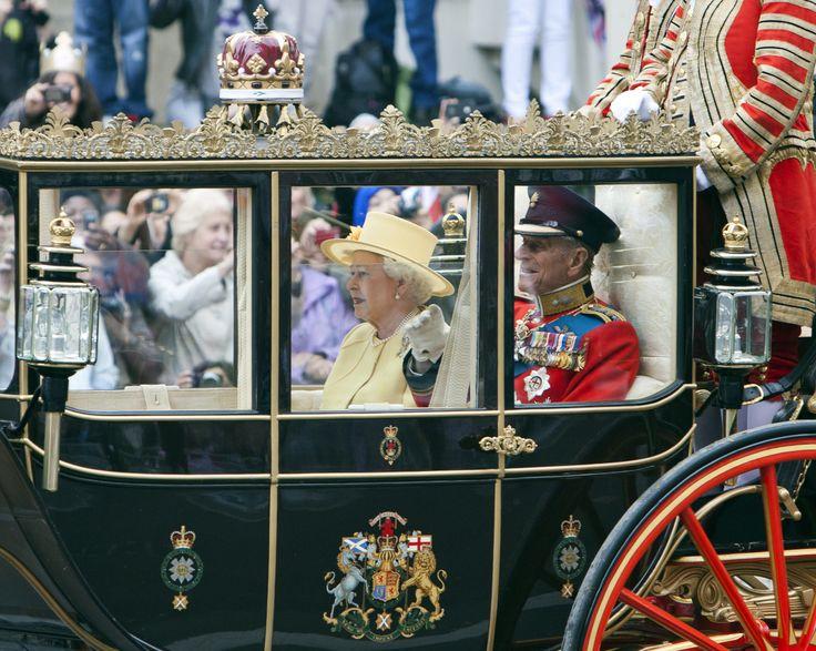 Queen Elizabeth leaving prince william's wedding