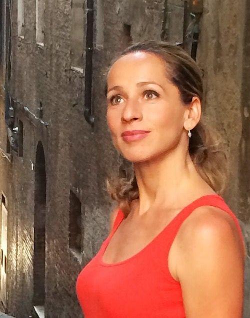 Tamina Kallert im roten Kleid 2014