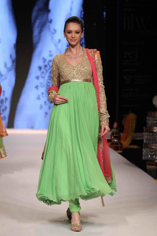 love this green anarkali suit!