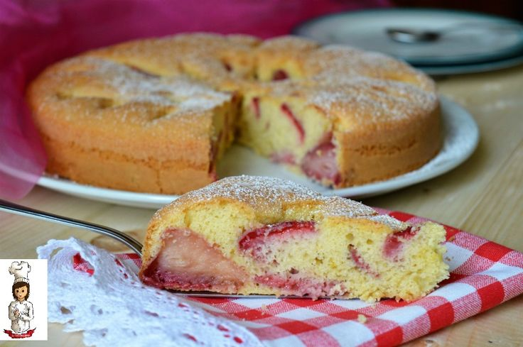 La Torta morbida con fragole e panna è un dolce golosissimo e morbido adatto per colazione e merenda Ingredienti -250 gr di fragole -280 gr di farina 00 -2