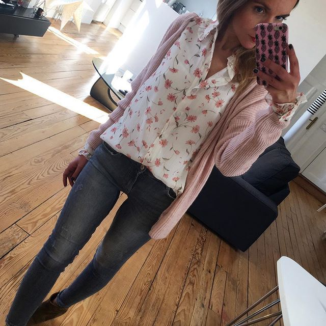 Flowers  #outfit#ootd#dailylook#dailypost#dailyoutfit#dailypost#instalook#instafashion#fashionpost#fashiondiaries#fashionblogger#wiwt#picoftheday chemise#navyparis gilet#easyclothes jean#zara boots#isabelmarant