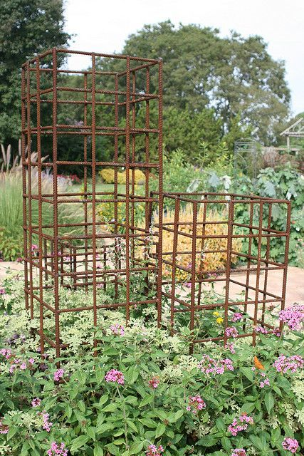 rebar trellis as part of the optional tour to stillwater about 30 attendees of the garden writers association 2007 conference visited the studio gardens