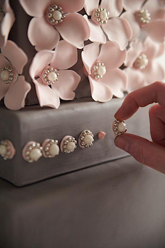 Love the Details. Perfect little tutorial for an intermediate cake baker