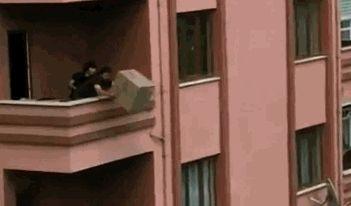 Mit den richtigen  Möbelpackern, wird so ein Umzug  mit links erledigt!  ➡ https://leichtgemacht.at/umzug/vergleich  #umzug #übersieldung #leichtgemacht #möbeltransport #umzugsfirma #verlässlich #möbelpacker #umzugsservice #preisvergleich #umzugsvergleich #fun #gif