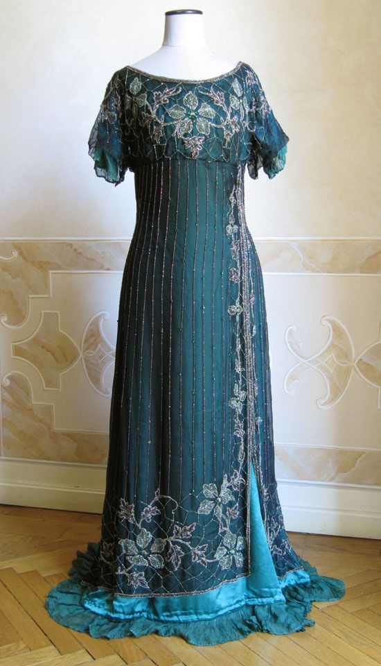 1911 - Full evening dress in green silk tunic embroidered with beads on top