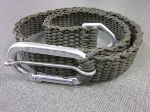 How To Make A Paracord Belt With Carabiner Buckle...http://homestead-and-survival.com/how-to-make-a-paracord-belt-with-carabiner-buckle/