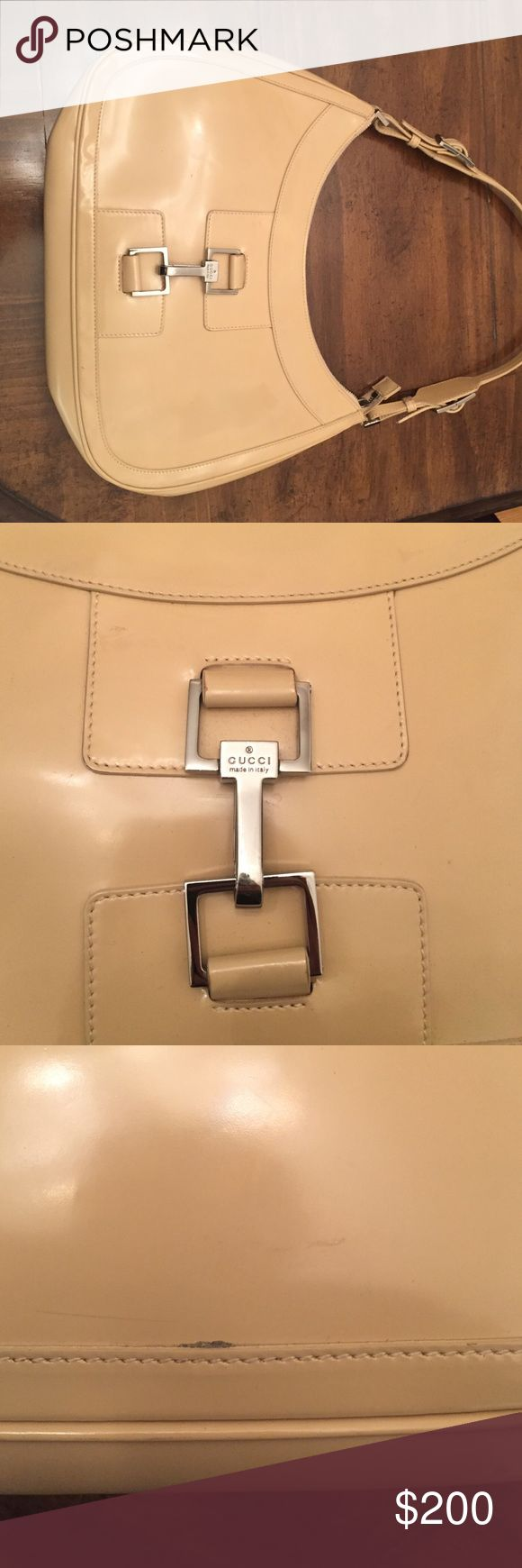 Gucci handbag Gucci beige patent leather hobo style bag. 100% authentic. Used with a few scratches. Gucci Bags Hobos