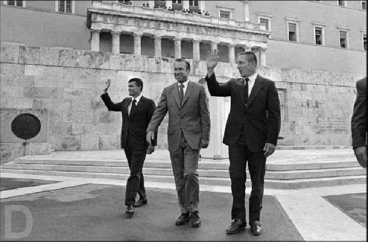 Οι αστροναύτες Jaims.S.Lovell-John.L.Swigert και Fed.W.Haise του Apollo 13 στο μνημείο του Αγνώστου Στρατιώτη,1970