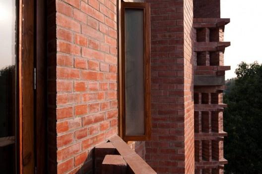 Solidez Arquitectónica: La solidez es el sistema que provee de estabilidad al proyecto arquitectónico, una vez que se han logrado los objetivos de estética y funcionalidad.