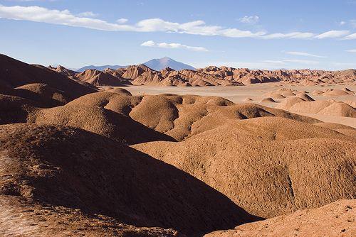 Así es Tolar Grande, en la provincia de Salta. Como curiosidad, cerca de Tolar Grande, se encontraron hace pocos años en los llamados ojos de mar (lagunas saladas y profundas en altura) algunas de las colonias de bacterias más sorprendentes del mundo (los estromatolitos), uno de los indicios de vida más antiguos de la Tierra.