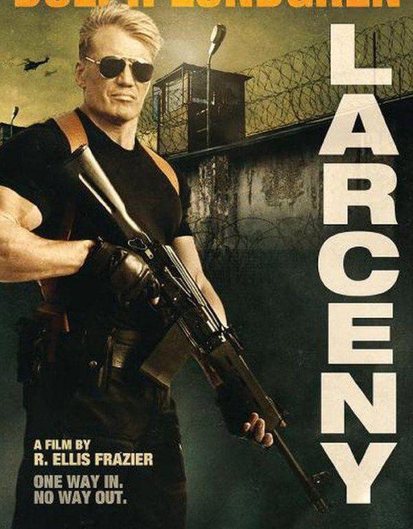 Dolph Lundgren est de retour dans Larceny, son dernier film où il cambriole une prison à la solde des cartels mexicains.