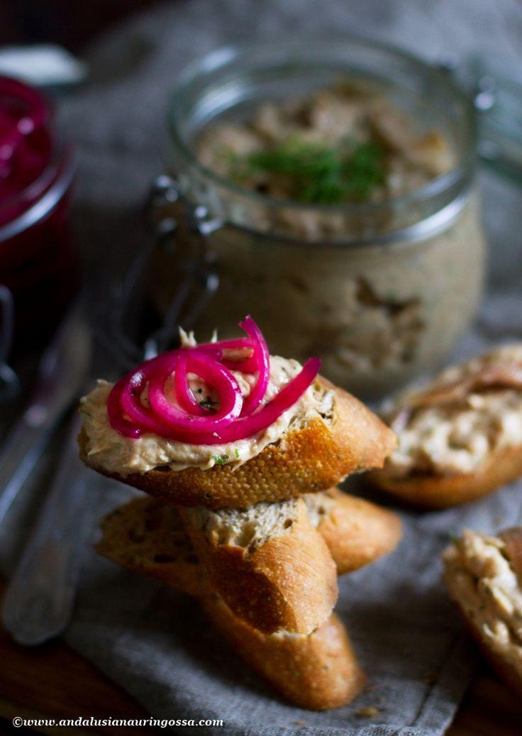 Tuna crostinis - quick and easy tapas classic #tapas #foodie #foodblog #foodphotography #kosher #spanishfood #fingerfood