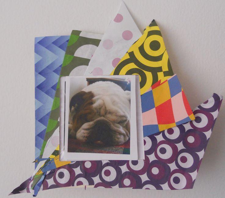 Manualidad infantil:  Porta-retratos: en cartón paja, recortes en en papel de plegado,  papel celofán para cubrir la foto. Fácil.