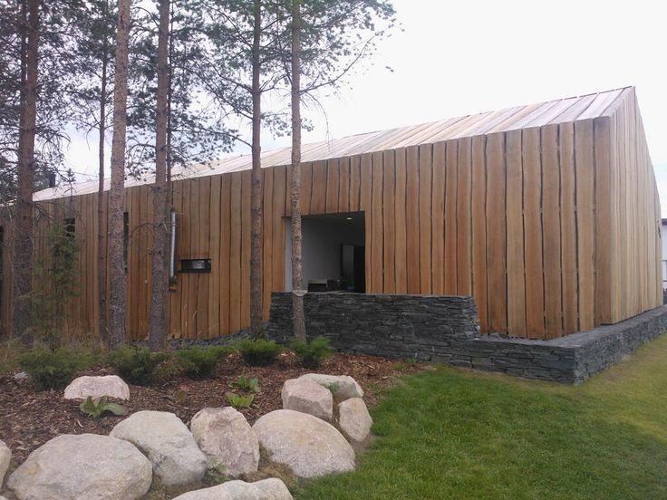 Hieman erikoisempi ratkaisu talon pintaan. Kivitalo kuitenkin. +488 t€. 184 m2 #Asuntomessut 2013 #Hyvinkää pic.twitter.com/wPdESnQIGa