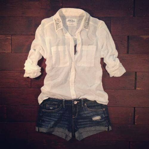 This is a cute outfit for summer!