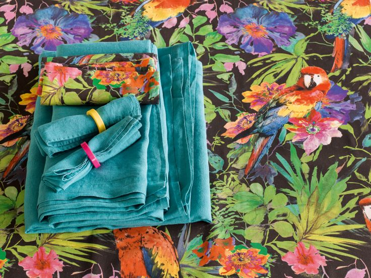 Table Runners Lia and Luli, Pfister, Summer Paradise, Indoor Ideas, Furnishing and Decoration Ideas, Decoration, Table Sets, Napkin rings, Parrotts and Flowers
