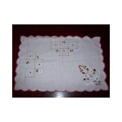 Toalhas de mesa em ponto cruz - Certas tarefas artesanais, ocultas pela exploração do exercício manu