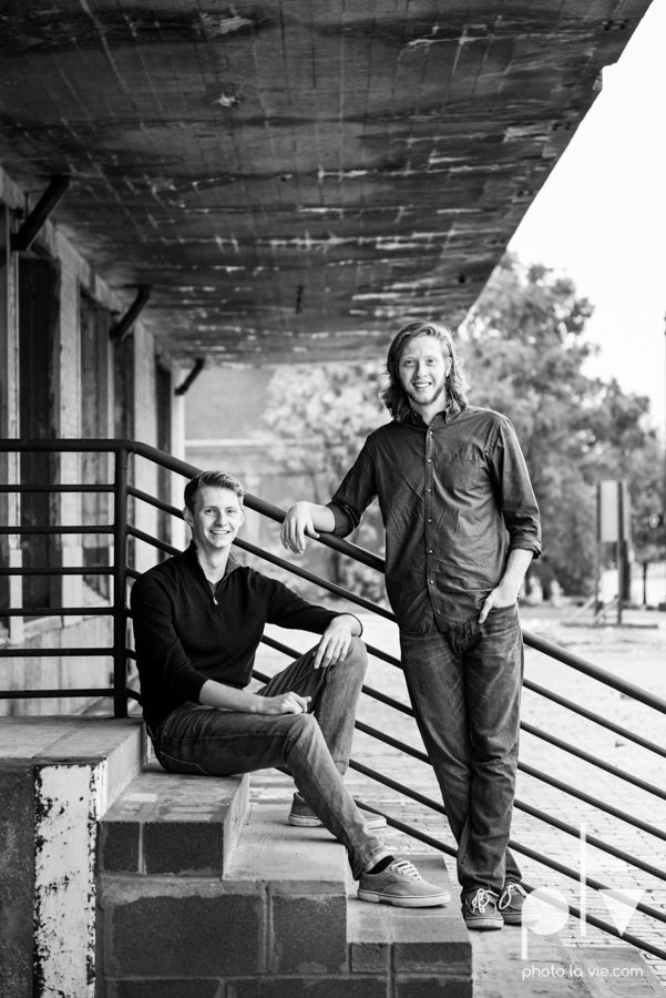 Twin gingers red hair head boys brothers senior photos fort worth downtown sundance square trinity park T&P building Photo La Vie