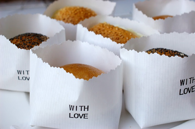 Take away cookie bags ...with love. Inspiration and ideas for restaurants, bistros, delis and cafes.