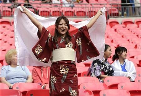 "A Japan fan waits for the women""s semi-final soccer match against France at Wembley Stadium in London at the London Olympic Games, August 6, 2012.    REUTERS/Toru Hanai (BRITAIN - Tags: SPORT OLYMPICS SPORT SOCCER)"