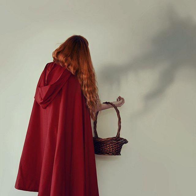 Red Riding Hood 🍓🍇🌰🍁 #conceptual #concettuale #ritratto #selfportrait #autoritratto #principessa #fantasy #dipinto #painting #dream #dreamy #sogno #surreal #romanticism #portfolio #portrait #beauty #beautiful #bellezza #wonderful #fineart #arte #artistic #fiaba #favola #ritratto #fantasy #fairytales #fable #fiaba #portfolio #lupo #cesto