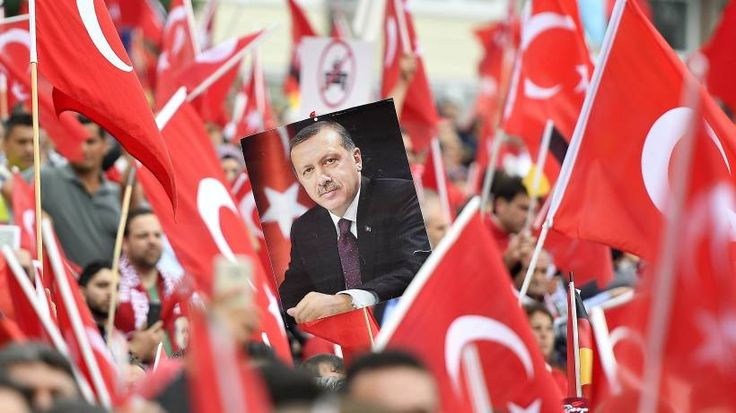 """Aufsichtsrat des türkischen Vereins in Hamburg beschimpfte Deutsche als """"Köterrasse"""". Er habe mit der Wortwahl """"Grenzen überschritten""""."""