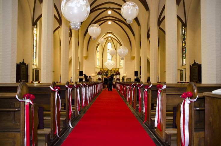 Ballonnen en bloemen in de kerk - De Ballonnenkoning bruiloft