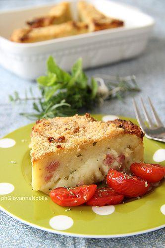 Sformato di patate con prosciutto cotto, mozzarella ed erbe aromatiche, sul blog a cuoca eclettica la ricetta