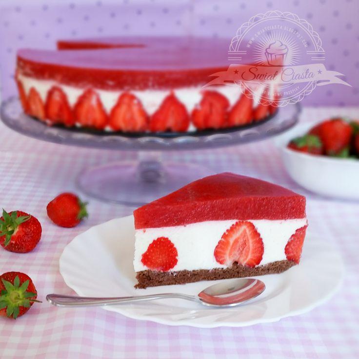 Sernik z musem truskawkowym | Świat Ciasta