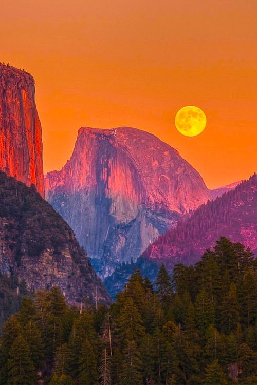 25 Photos of Nature That will not Leave you Indifferent - Half Dome Moon. Yosemite