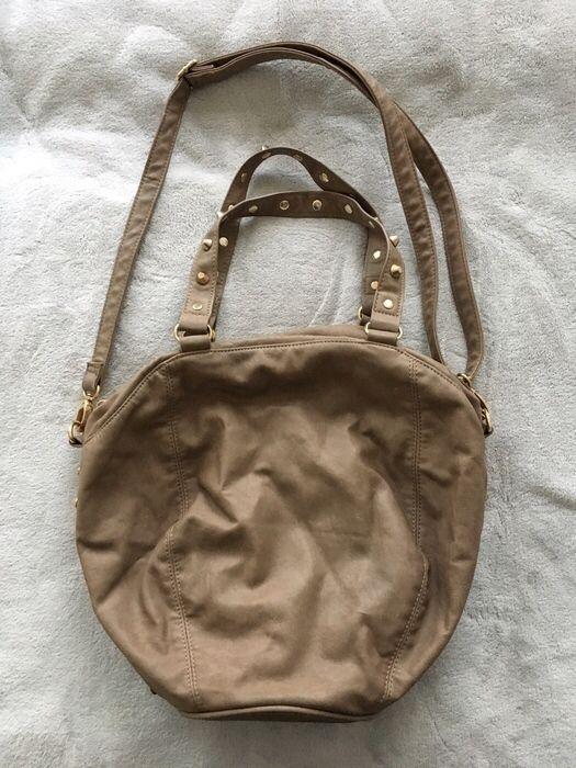 Mein Handtasche Tasche Schultertasche braun gold mit Nieten von Accessoires! Größe  für 10,00 €. Sieh´s dir an: http://www.kleiderkreisel.de/damentaschen/handtaschen/144097702-handtasche-tasche-schultertasche-braun-gold-mit-nieten.