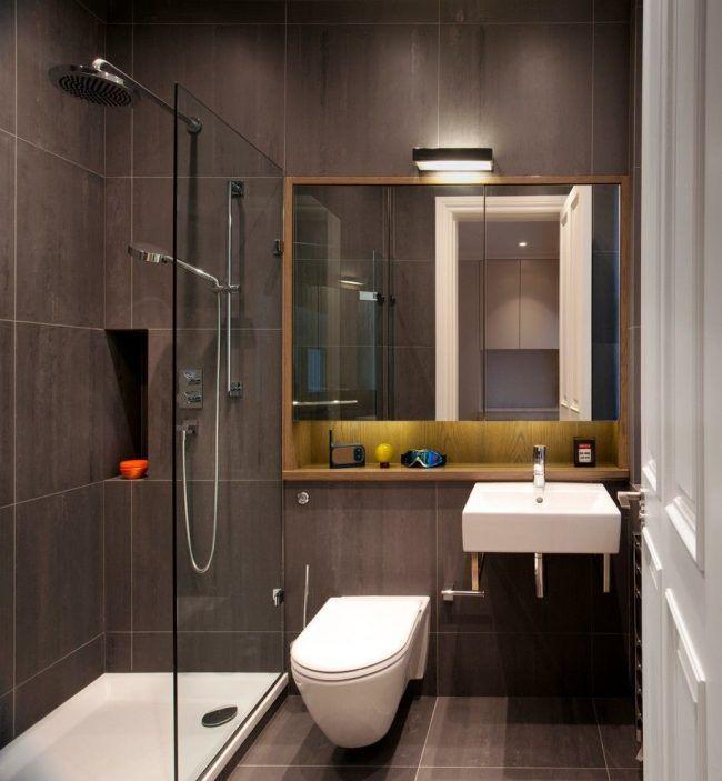 Для небольшого санузла однокомнатной квартиры будет более предпочтительным душевая кабина вместо ванной