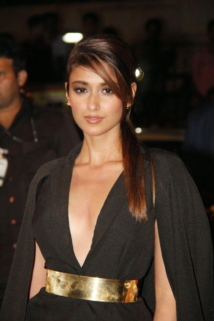 Ileana D'Cruz, Surveen Chawla, Manasvi Mamgai Super Sexy Stills From 60th Filmfare Awards 2015 In Mumbai