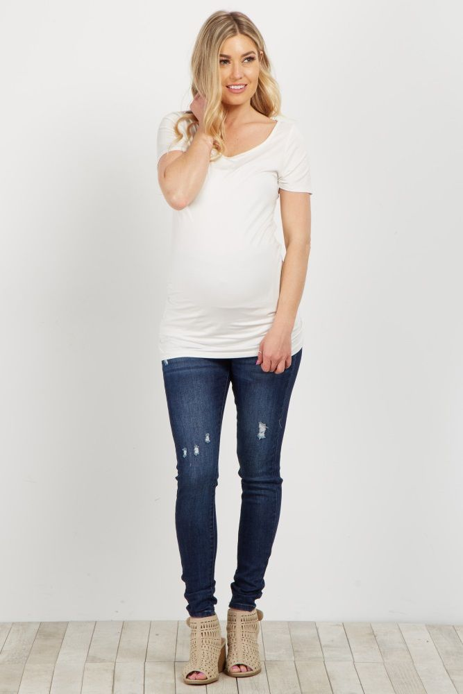 A must-have maternity essential for every season, these distressed maternity skinny jeans will not only fit perfectly, but will keep you comfortable all day long. Style these with your favorite maternity top and wedges for the complete chic look.