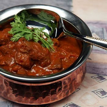 An easy-peasy Slow Cooker Beef Curry that can be tweaked with any ingredients you've got in the fridge! Chuck out the spuds